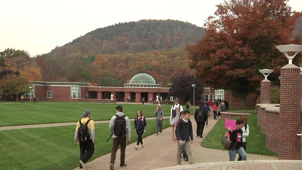 Quinnipiac students tackle course selection process