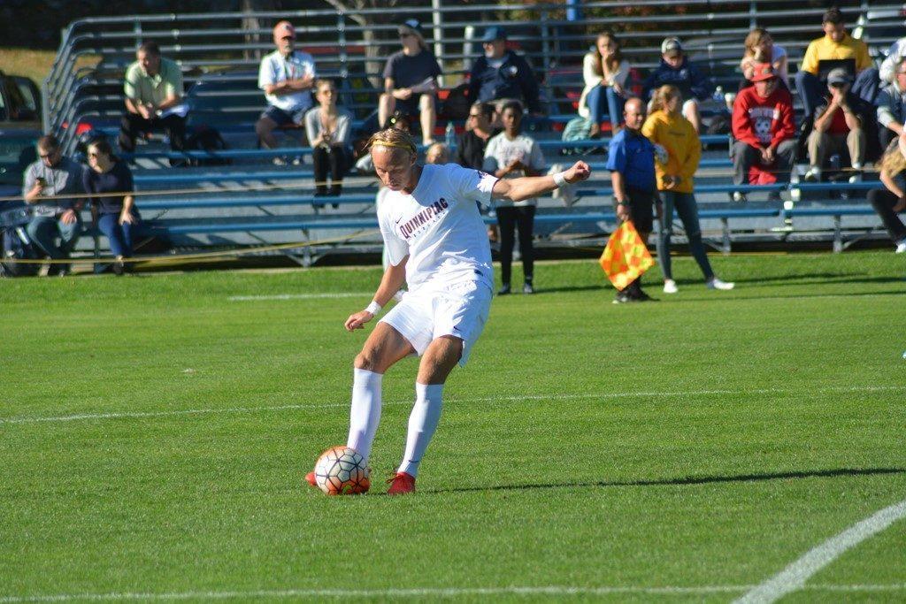 Men's soccer edges Siena 3-2, extends winning streak