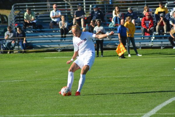 Men's soccer edges Siena 3-2, extends winning streak