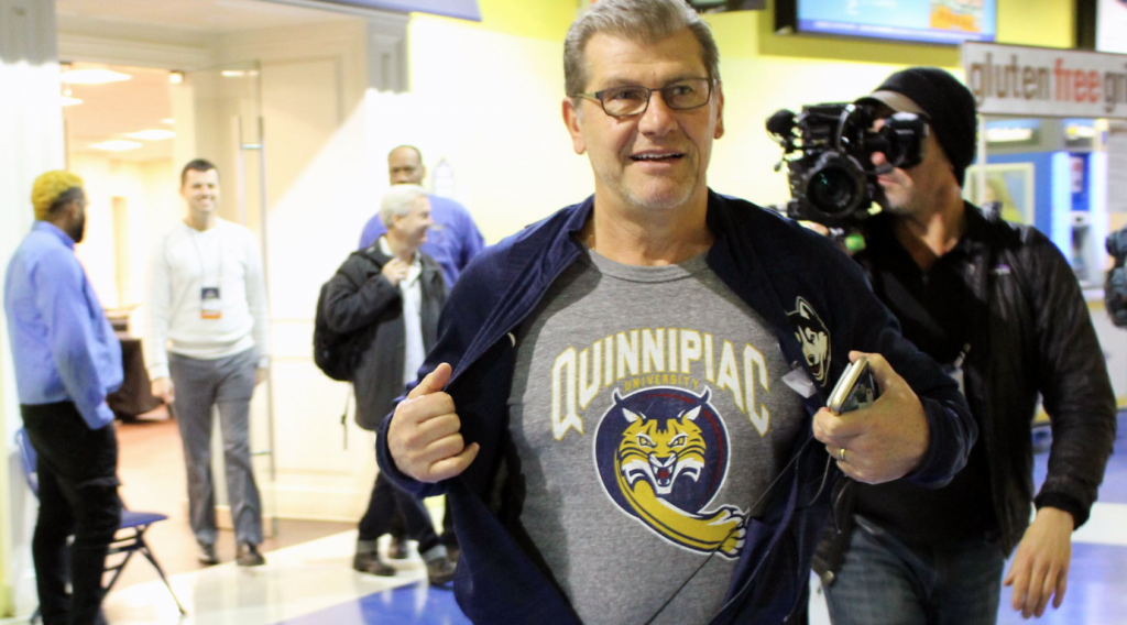 Geno Auriemma shows support for Quinnipiac at his Sweet Sixteen practice