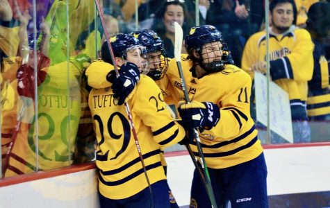 Quinnipiac men's ice hockey all over Vermont in 4-0 win
