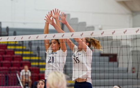 QU volleyball drops Sunday match to Manhattan