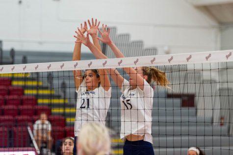 QU volleyball drops Sunday match to Manhattan