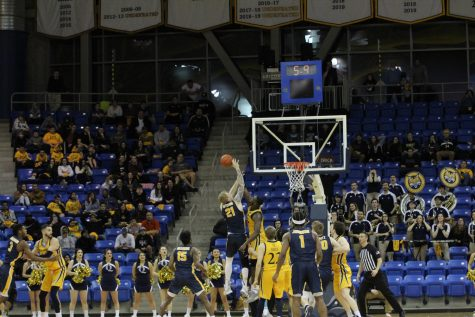 Key contributions all around lead Quinnipiac to streak-snapping win over Canisius