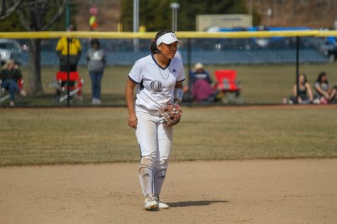 Quinnipiac Softball Splits Doubleheader With Iona